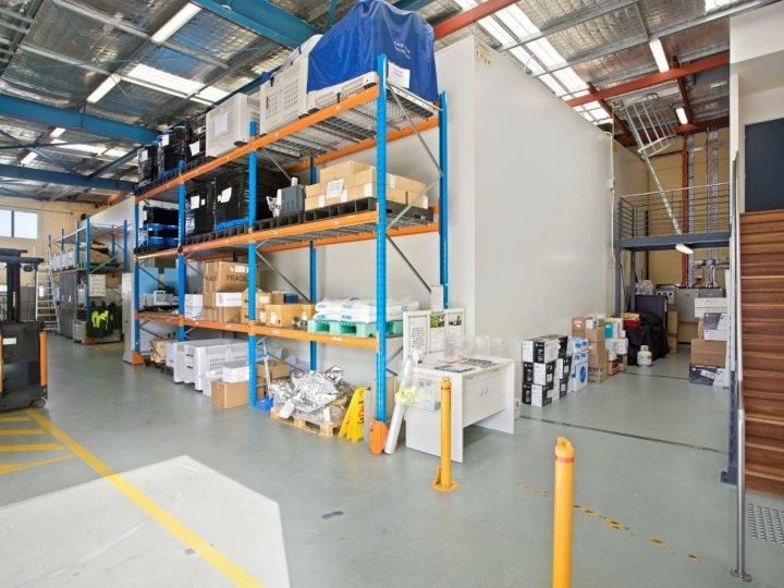 Superb Hi-Tech warehouse with fully fitted offices plus optional coolroom